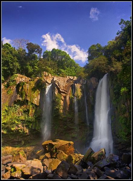 Nauyaca Falls by iwool
