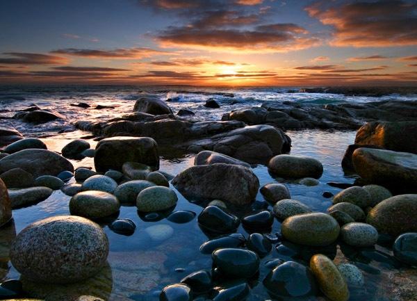 Varnished Rocks by renavatio