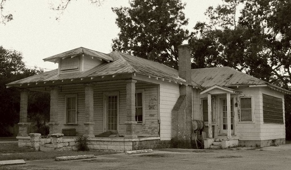 This old house by Sweetpea