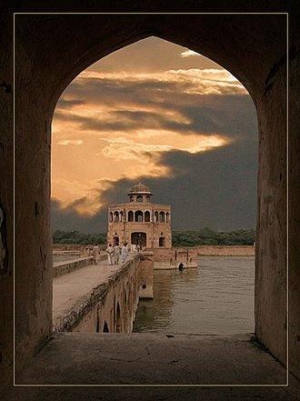 Hirn Minar by umerbabry