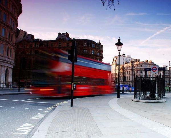 London bus by Strobe