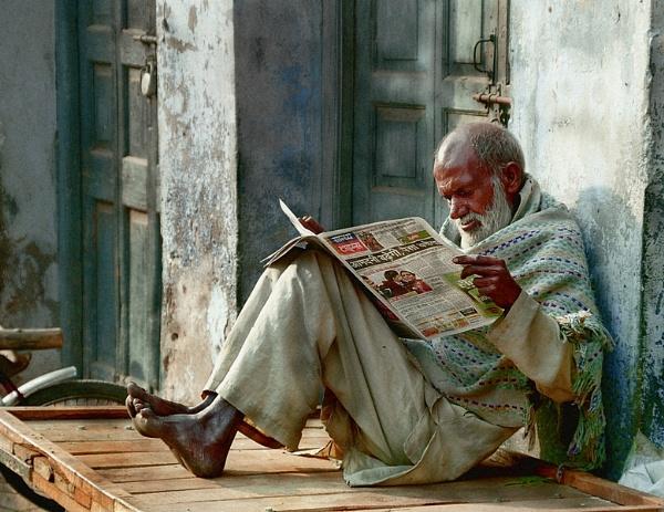 Newspaper man by MorneR