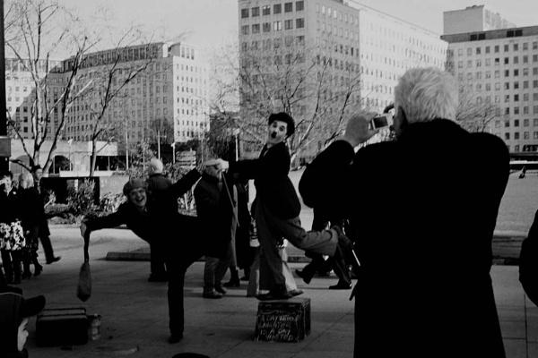 London street performer by penguinc