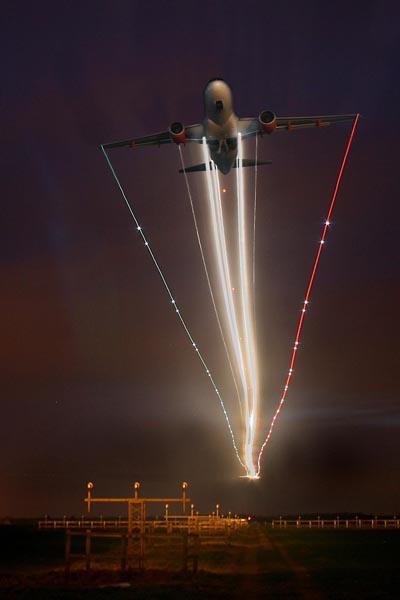 Night Flight!! by simonshere