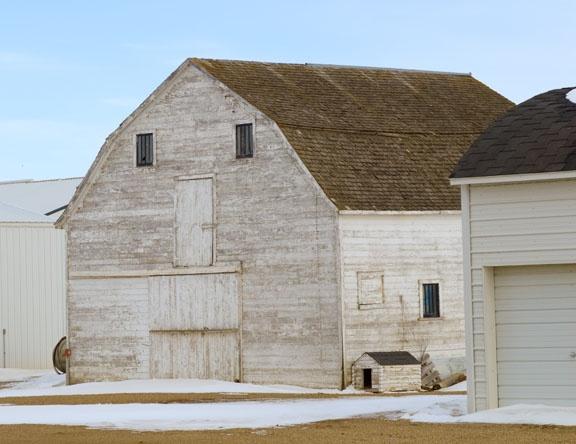 Neighbors Barn by lindin