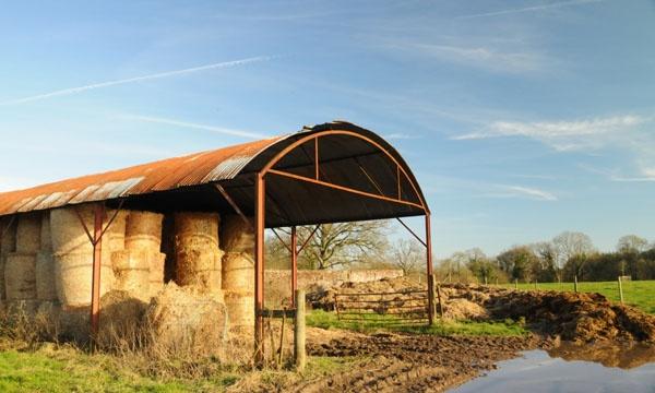 Straw Barn by mightymash