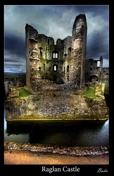 Raglan Castle by Bodiewil