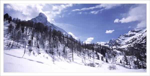 Under the Matterhorn. by rontear