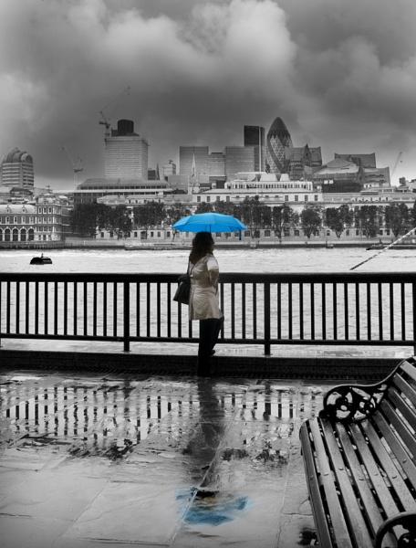 London in the rain by Vixs