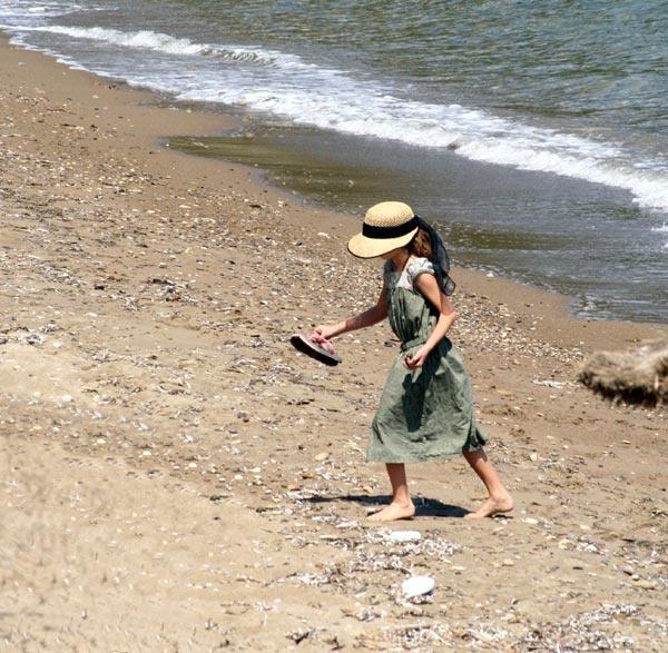 A shell seeker by Ada