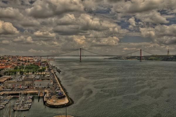 Lisbon bridge by jacekb