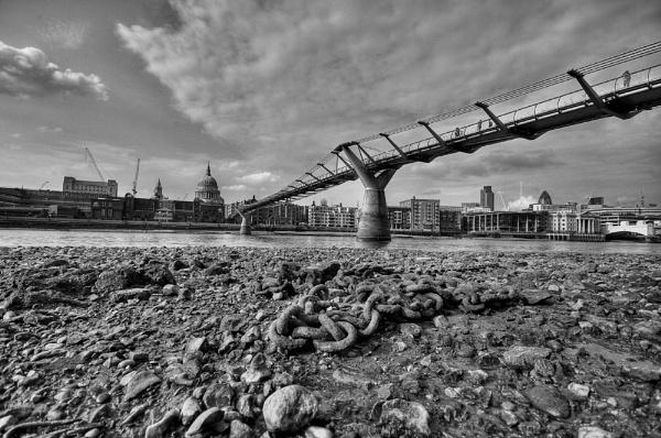 Millenium Bridge London by jacekb