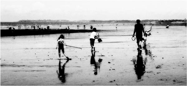 beach b/w by christabella