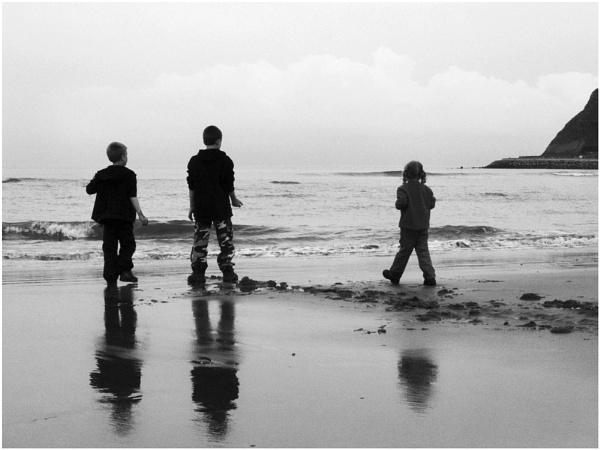 B/W Beach by christabella