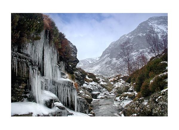 Icy Glen by xinia