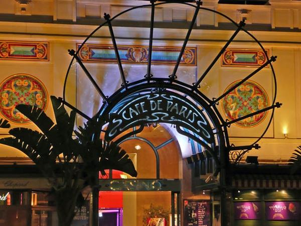 Cafe de Paris by mickrick