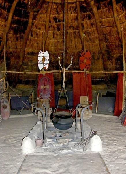 Pot in the Hut by RachelMB