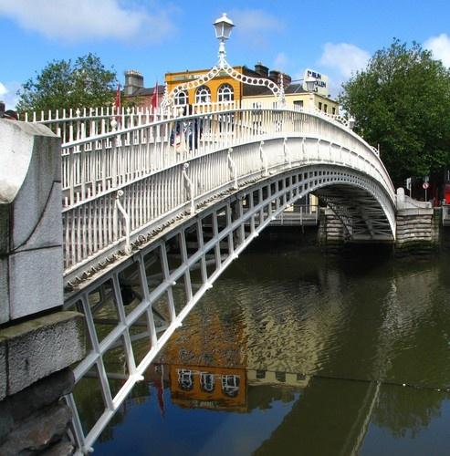 Ha`penny Bridge, Dublin by goll116
