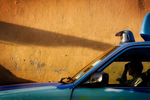 Taxi Queue by TommyStr