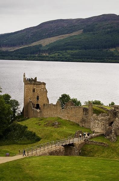 Castle Urquhart by Steven_Tyrer