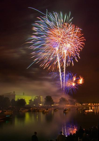 Fireworks by veggiesosage