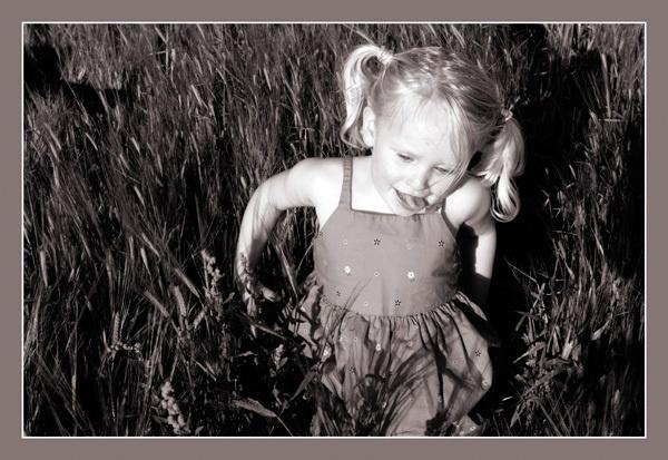 jazmin at cornfield by MNPHOTO