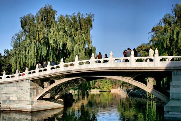 Bridge to Summer Palae by loonybox