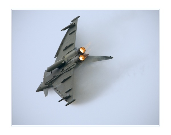 Eurofighter dive by jstock