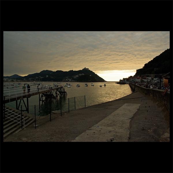 Sunset over San Sebastian Harbour by iskier