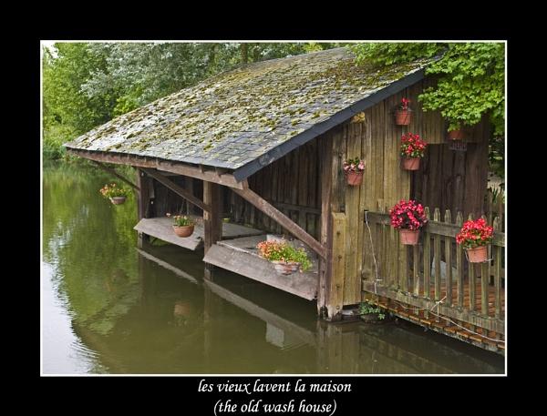 les vieux lavent la maison (the old wash house) by Ray42
