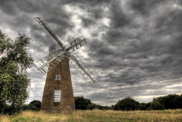 Billingford Mill by LlesdnilLegin