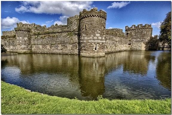 Beaumaris Castle by bmott001