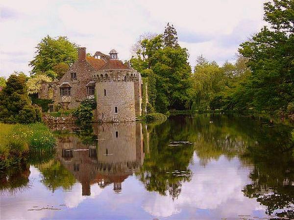 Scotney Castle by Kevhan
