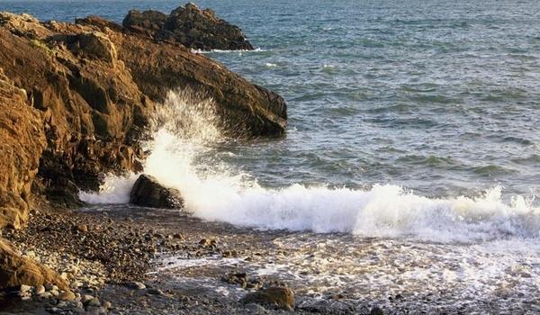 Marloes shoreline by ckristoff