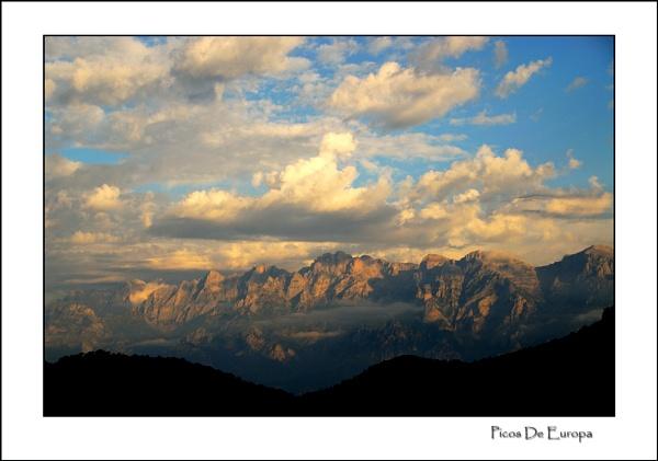 Picos from Cambarco by gnospellius