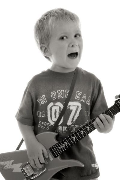 Hey, Hey.. I wanna be a rockstar.. by capture