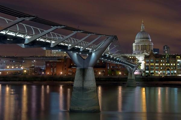 Millenium Bridge by EeeZeeLee