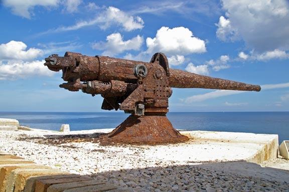 Rusty gun by PaulBeeTee
