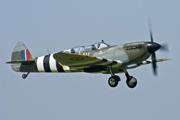 Spitfire by richardolivermartin