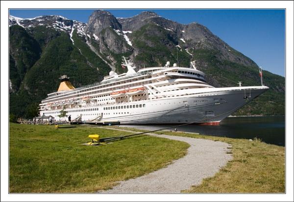 Eidefjord by Aurora