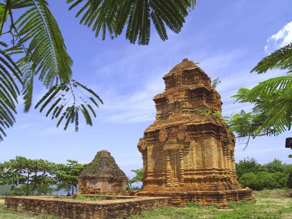 Shiva Worshipper Temple by tjuk