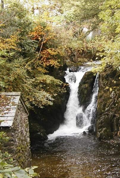 falling water by Mintakax