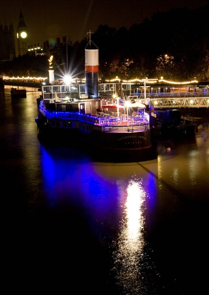 Boat On The Thames by sidcollins