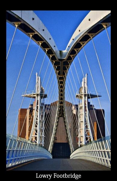 Lowry Footbridge by peterboyce