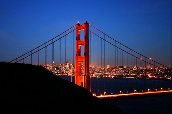 Golden Gate Bridge Lights by liparig