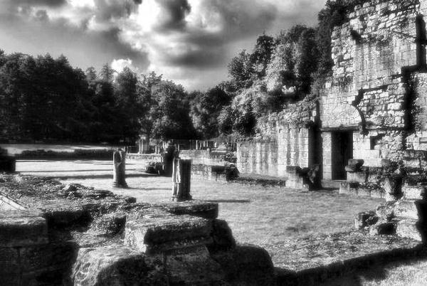 Ghostly Ruins by BilT