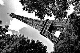B+W Tour Eiffel