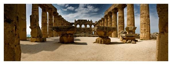Selenunte Temple II by paulcr