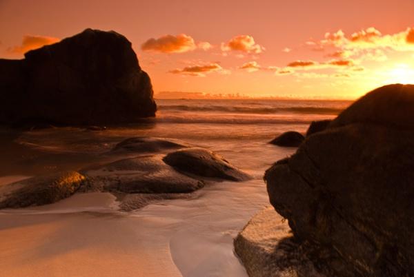 Between Rocks by doryram