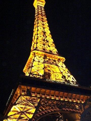 Paris Hotel Las Vagas by shoppingdolly